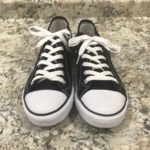 NWT REVOLUTION SNEAKERS